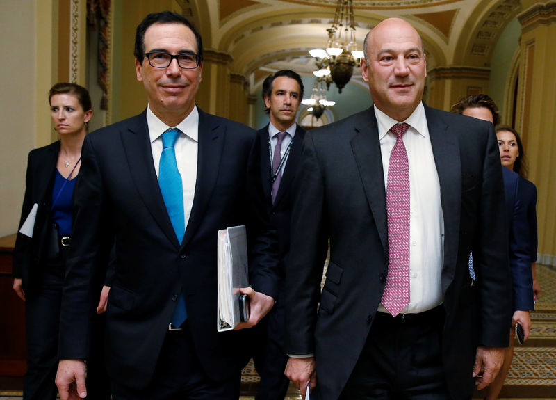 © Reuters. U.S. Secretary of the Treasury Mnuchin and Director of the National Economic Council Cohn walk after meeting with Republican law makers about tax reform in Washington