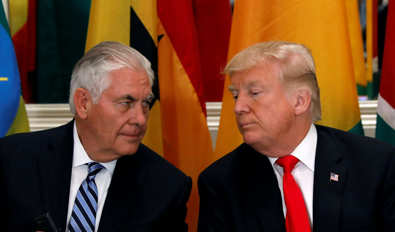 © Reuters. FILE PHOTO: U.S. President Donald Trump and Secretary of State Rex Tillerson confer during a working lunch in New York