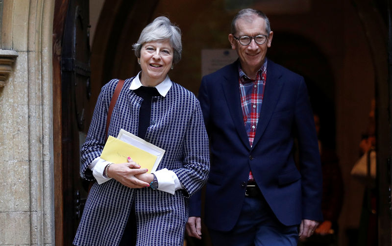 © Reuters. Britain's Prime Minister Theresa May and her husband Philip leave church in her constituency near Reading