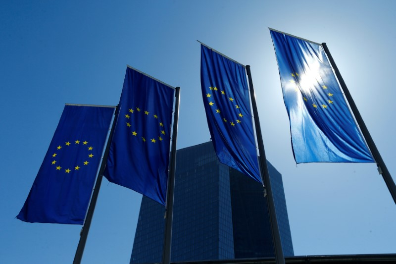 © Reuters. FILE PHOTO: European Union flags flutter outside the headquarters of ECB in Frankfurt