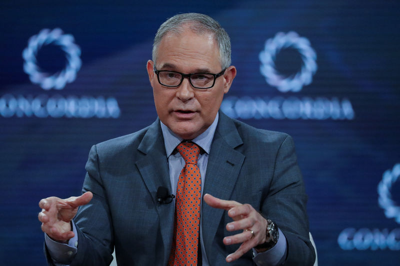 © Reuters. Scott Pruitt, Administrator of the U.S. Environmental Protection Agency, answers a question during the Concordia Summit in Manhattan