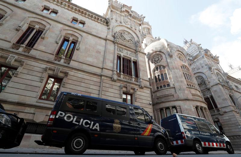 © Reuters. La policía española asume la vigilancia del máximo tribunal catalán