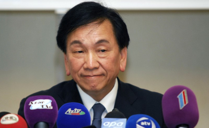 © Reuters. AIBA President Wu Ching-Kuo attends a news conference in Baku