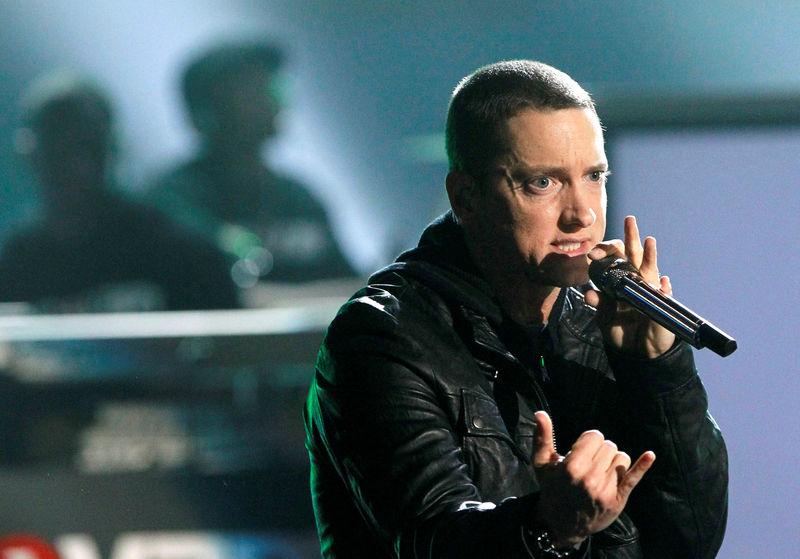 © Reuters. FILE PHOTO: Rapper Eminem performs 'Not Afraid' at the 2010 BET Awards in Los Angeles