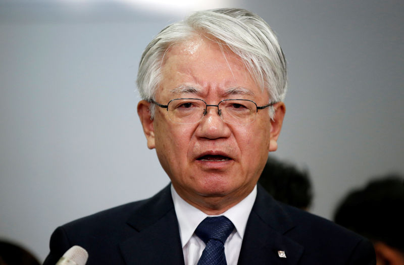 © Reuters. Kobe Steel President and CEO Kawasaki speaks to the media after meeting with Ministry of Economy, Trade and Industry's Director-General of Manufacturing Industries Bureau, Tada at the ministry in Tokyo