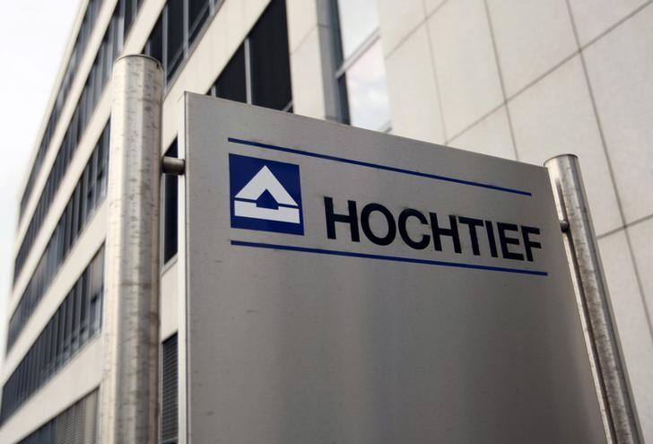 © Reuters. Hochtief decidirá la semana que viene si presenta contraopa por Abertis