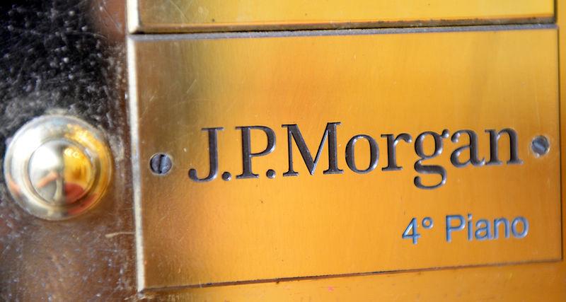 © Reuters. J.P. Morgan Private Bank's door bell is seen at its headquarters in Milan