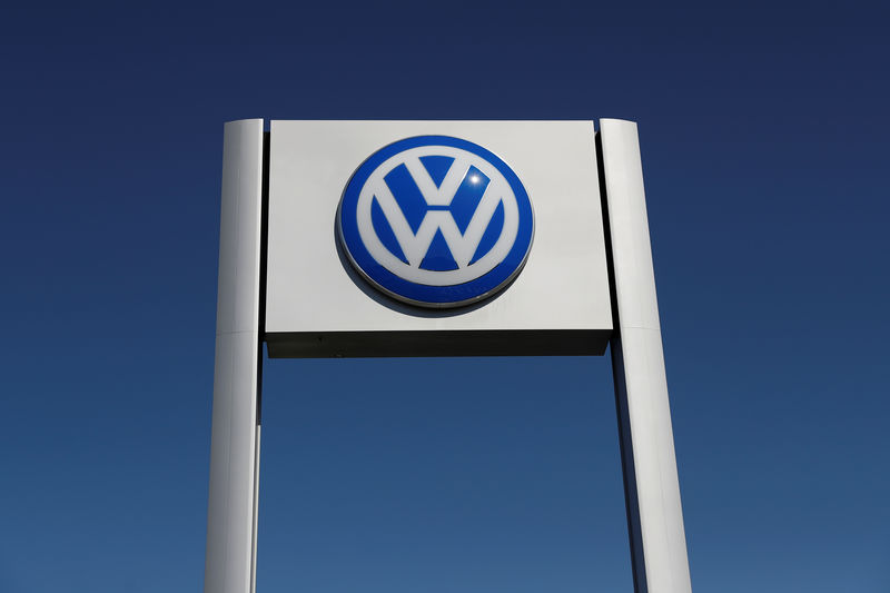 © Reuters. A Volkswagen logo is seen at Serramonte Volkswagen in Colma, California