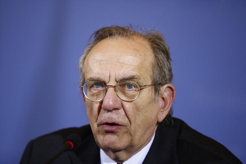 © Reuters. Il ministro dell'Economia Pier Carlo Padoan