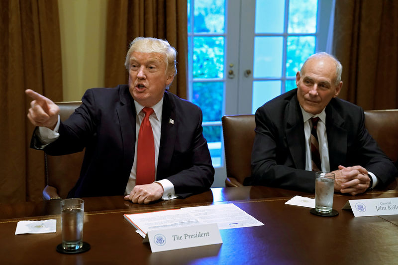 © Reuters. U.S. President Donald Trump gestures next to White House Chief of Staff John Kelly during a briefing with senior military leaders at the White House in Washington, U.S.