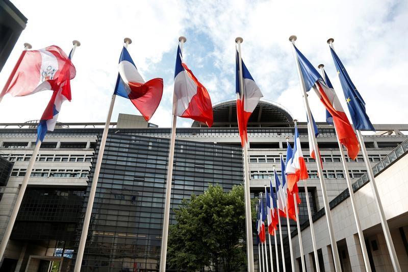 © Reuters. BERCY ÉVALUE À 10 MILLIARDS D'EUROS LA FIN DE LA TAXE SUR LES DIVIDENDES