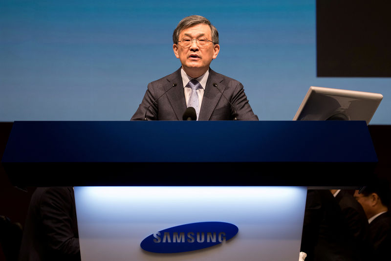 © Reuters. FILE PHOTO: Kwon Oh-Hyun, co-chief executive officer of Samsung Electronics Co., speaks during the company's annual general meeting at the Seocho office building in Seoul, South Korea