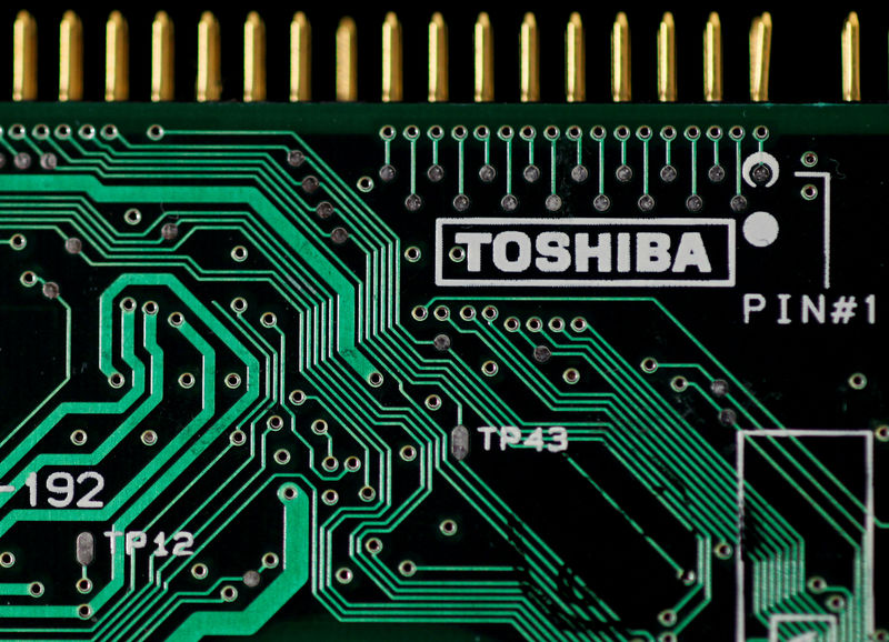 © Reuters. FILE PHOTO: A logo of Toshiba is seen on a printed circuit board in this photo illustration taken in Tokyo