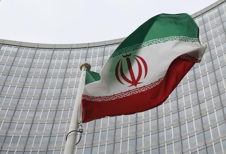 © Reuters. An Iranian flag flutters in front of the IAEA headquarters in Vienna