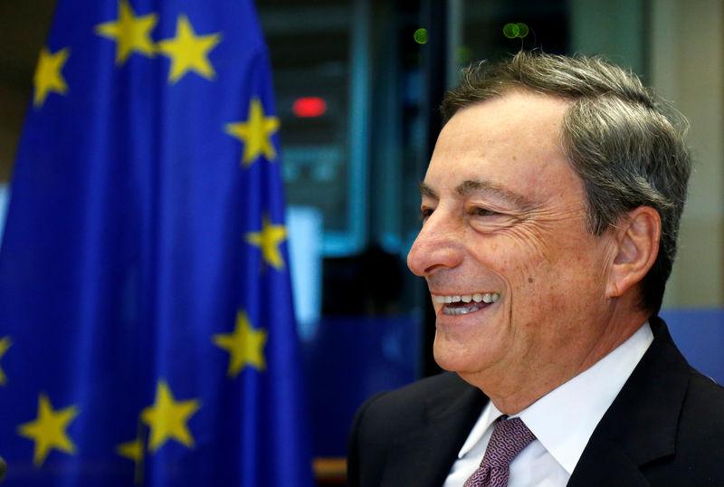 © Reuters. BCE continuará 9 meses más con compra de bonos, pero a volúmenes más bajos