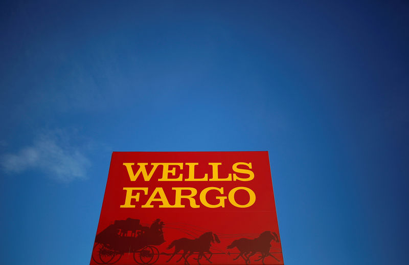 © Reuters. FILE PHOTO: Wells Fargo branch is seen in the Chicago suburb of Evanston Illinois