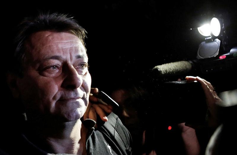 © Reuters. FILE PHOTO: Italian former leftist guerrilla Cesare Battisti leaves the headquarters of the Federal Police in Sao Paulo