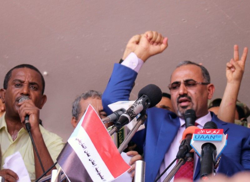 © Reuters. Dismissed governor of the southern Yemeni port city of Aden, Aidaroos al-Zubaidi, waves to  supporters of the separatist Southern Movement as they demonstrated in Aden, Yemen