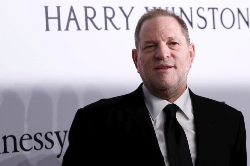 © Reuters. FILE PHOTO: Film producer Harvey Weinstein attends the 2016 amfAR New York Gala at Cipriani Wall Street in Manhattan, New York.