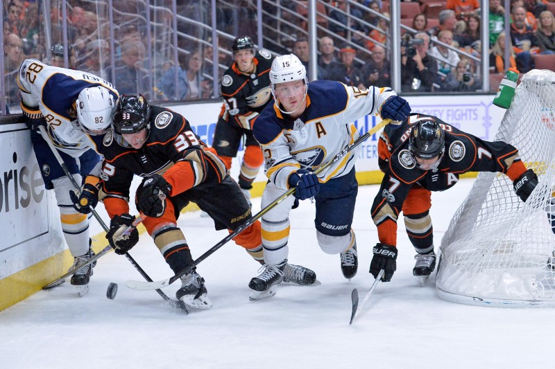 © Reuters. NHL: Buffalo Sabres at Anaheim Ducks