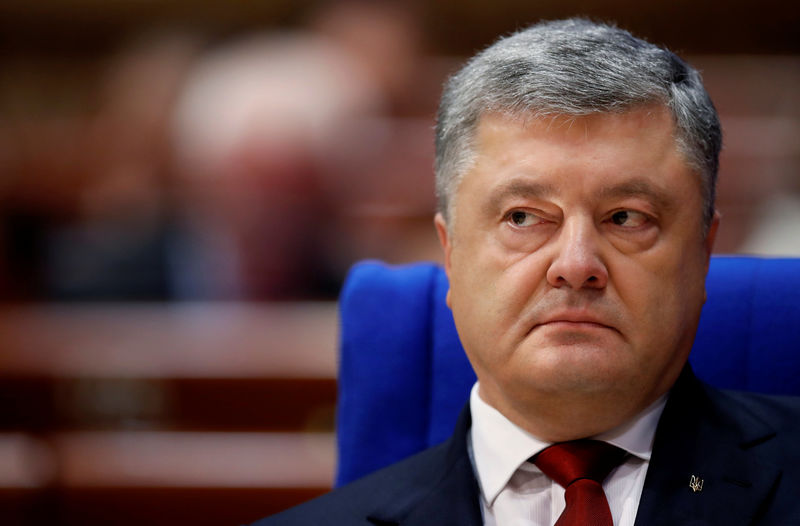 © Reuters. FILE PHOTO: Ukraine's President Poroshenko addresses the Parliamentary Assembly of the Council of Europe in Strasbourg