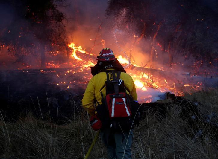 ارتفاع عدد قتلى حرائق الغابات في كاليفورنيا إلى 42 قتيلا