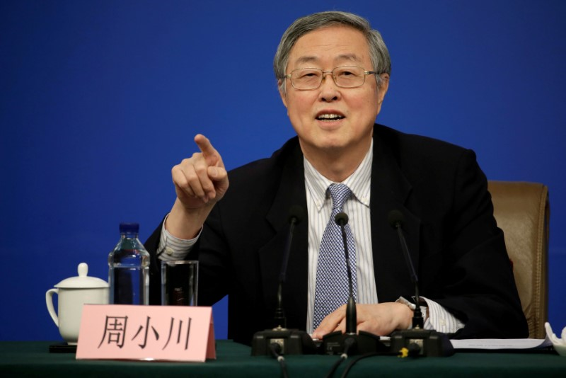 © Reuters. FILE PHOTO - Zhou Xiaochuan, Governor of the People's Bank of China, attends a news conference in Beijing