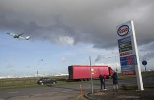 Londres aplica impuesto por contaminación de automóviles en nuevo revés para el diésel