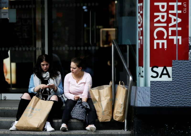 UK economy gains pace, puts BoE rate hike firmly on track