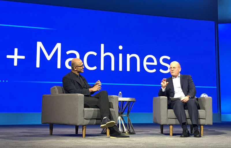 © Reuters. Microsoft Chief Executive Officer Satya Nadella and General Electric Chief Executive Officer John Flannery speak at GEÕs Minds + Machines conference in San Francisco
