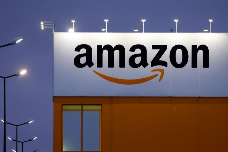 © Reuters. FILE PHOTO -  The logo of Amazon is seen at the company logistics center in Lauwin-Planque, northern France
