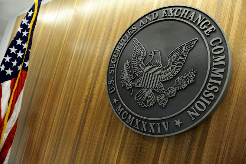 © Reuters. FILE PHOTO:  The seal of the U.S. Securities and Exchange Commission  on the wall at SEC headquarters in Washington