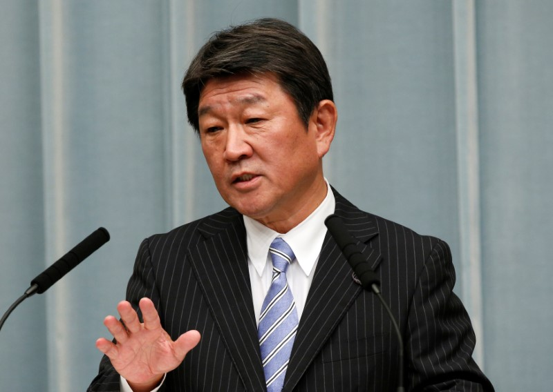© Reuters. Japan's Economy Minister Toshimitsu Motegi speaks at a news conference in Tokyo