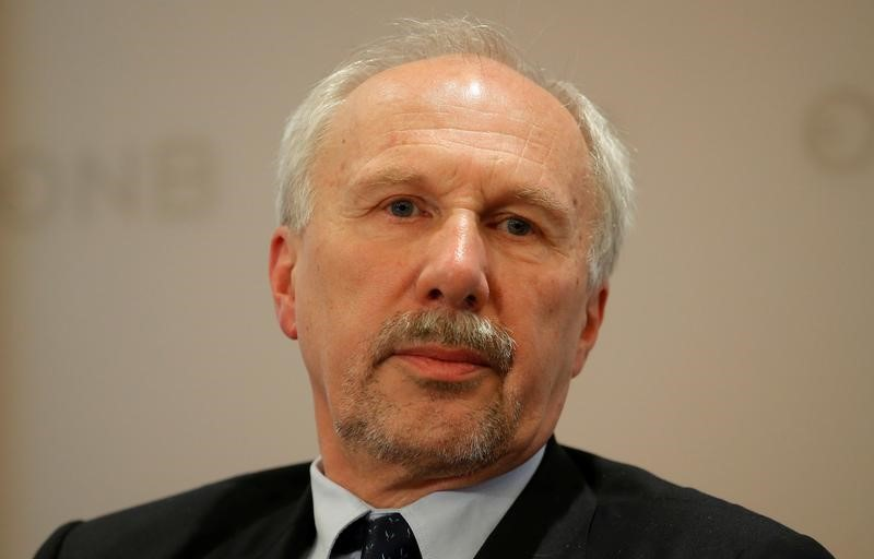 © Reuters. FILE PHOTO: ECB Governing Council member Nowotny listens during a news conference in Vienna