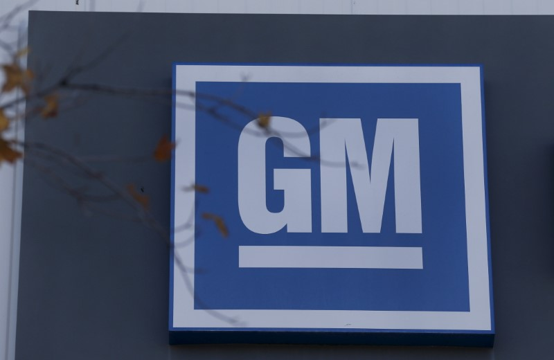 © Reuters. The GM logo is seen at the General Motors Lansing Grand River Assembly Plant in Lansing,