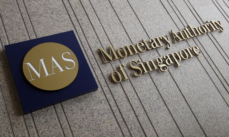 © Reuters. FILE PHOTO: The logo of the Monetary Authority of Singapore at its building in Singapore