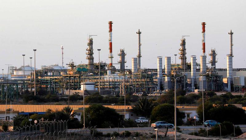 © Reuters. A view shows Mellitah oil and gas plant near Zuwarah