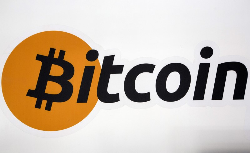 © Reuters. FILE PHOTO: A Bitcoin logo is displayed at the Bitcoin Center New York City in New York's financial district
