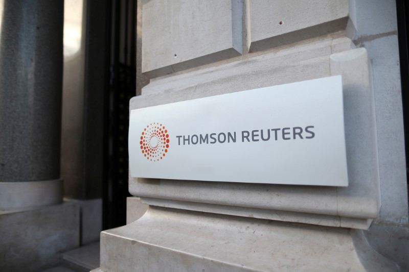 © Reuters. FILE PHOTO: The logo of Thomson Reuters is pictured at the entrance of its Paris headquarters, France