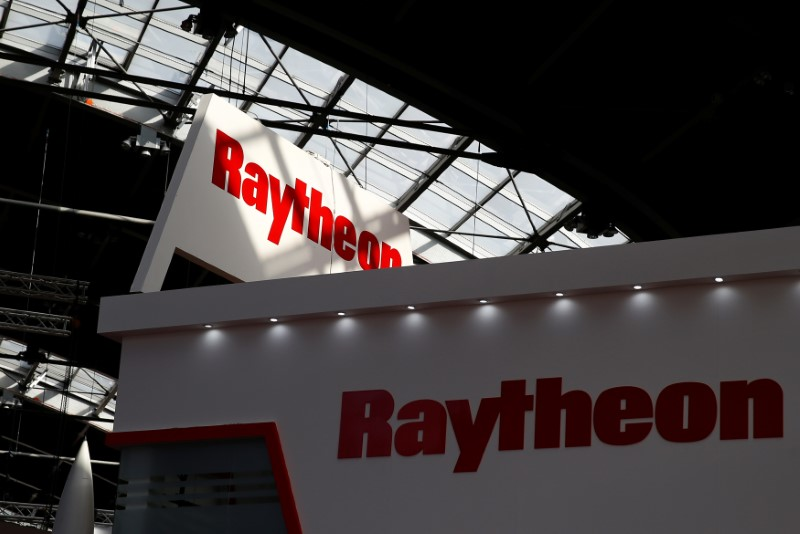 © Reuters. Logo of the U.S. defense company Raytheon is pictured at an international military fair in Kielce