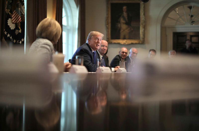 © Reuters. U.S. President Donald Trump talks about a newly unveiled Republican tax plan with House Republican leaders in the Cabinet Room of the White House in Washington