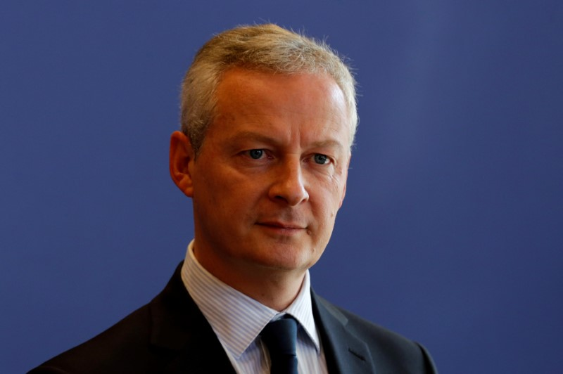 © Reuters. FILE PHOTO - French Finance Minister Bruno Le Maire attends a news conference about a report on French economy at the Bercy Finance ministry in Paris