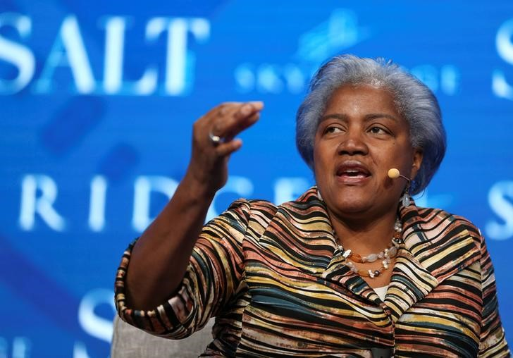 © Reuters. FILE PHOTO - Donna Brazile, former chair of the Democratic National Committee and political strategist, speaks during the SALT conference in Las Vegas