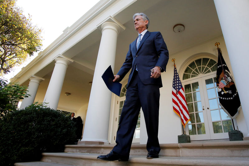 © Reuters. FILE PHOTO: Jerome Powell arrives in the Rose Garden as he attends an announcement as nominee to become chairman of the U.S. Federal Reserve by U.S. President Donald Trump (not pictured) at the White House in Washington