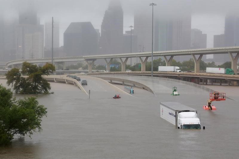 © Reuters. FILE PHOTO -Submerged freeways from the effects of Hurricane Harvey are seen during widespread flooding in Houston