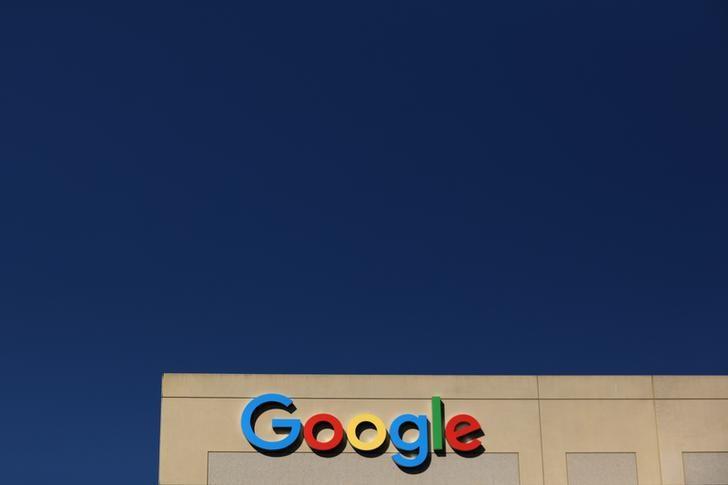 © Reuters. Google logo on office building in Irvine, California
