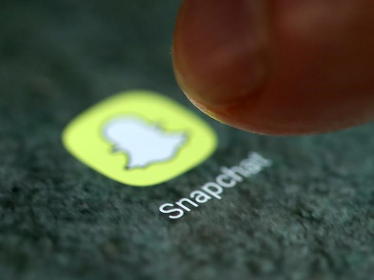 © Reuters. The Snapchat app logo is seen on a smartphone in this illustration