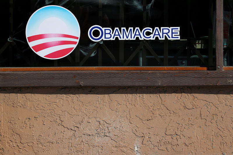 © Reuters. FILE PHOTO: A sign on an insurance store advertises Obamacare in San Ysidro