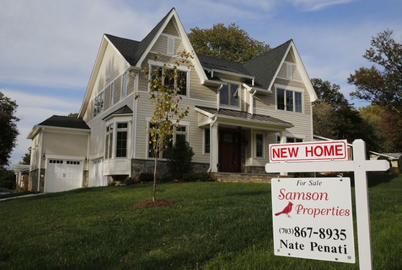 © Reuters. A real estate sign advertising a new home for sale is pictured in Vienna, Virginia