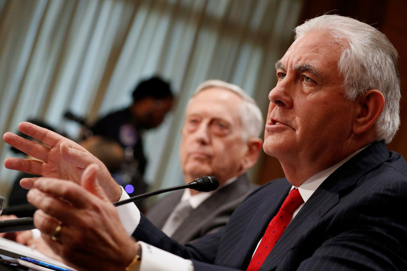 © Reuters. Mattis and Tillerson testify about authorizations for the use of military force before the Senate Foreign Relations Committee in Washington